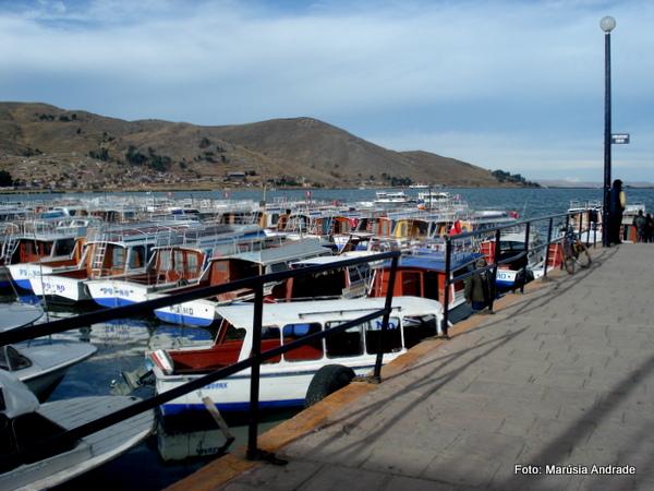 Atracadouro na cidade de Puno, Peru, no lago Titicaca