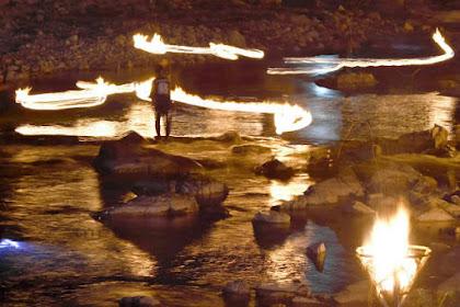 火ぶり漁 哀愁漂う幻想的な光景