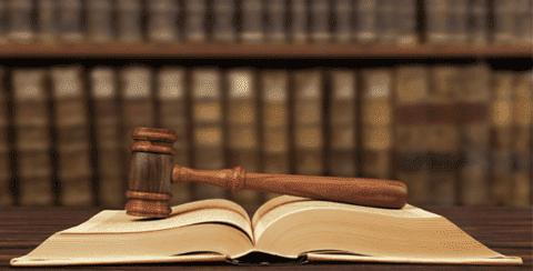 افتئات القاضي على حقوق المتقاضي