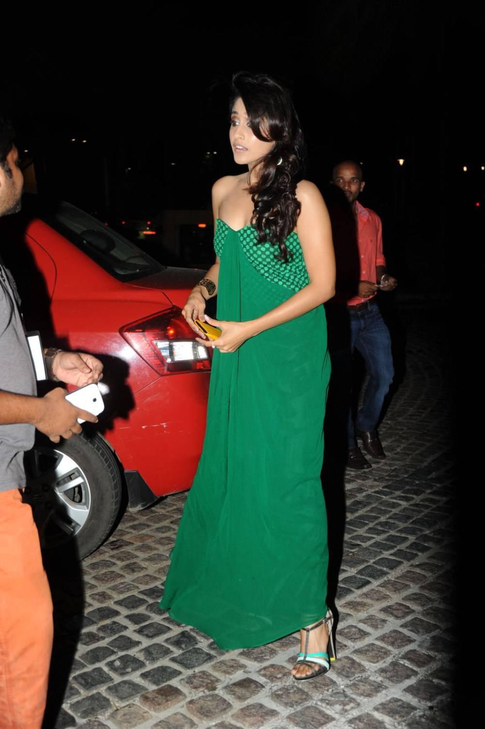 Bollywood Hot Queen Regina Cassandra Stills In Green Dress