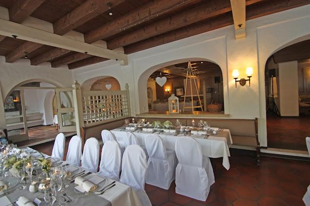 Seehaus am Riessersee - Elegante puristische Hochzeit in Creme und Silbergrau, Mann und Frau, im Riessersee Hotel Garmisch-Partenkirchen, heiraten in Bayern, wedding in grey and ivory in Germany