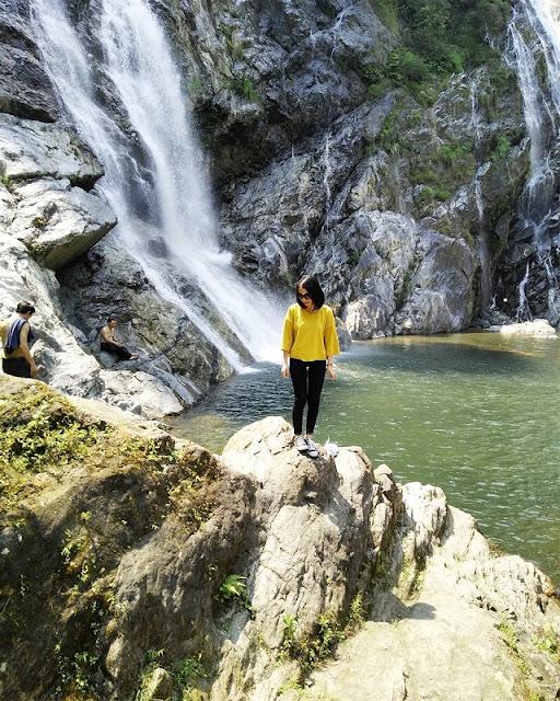 Exploring beautiful waterfalls in Quang Ngai 7