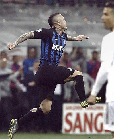 L'Inter gioca e gode al 92'. Milan spento