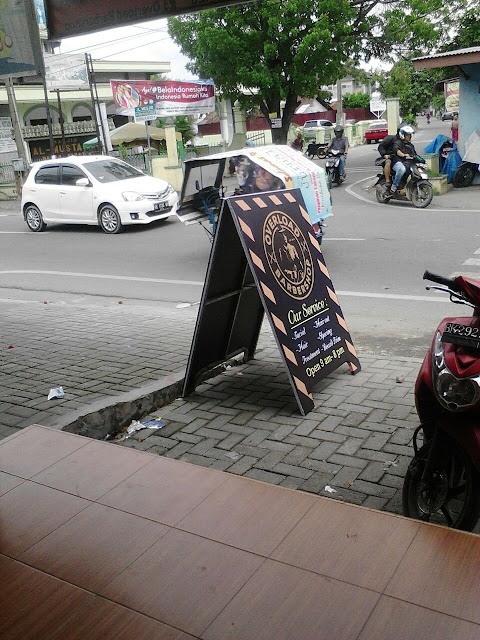 Banner Promosi Depan Toko
