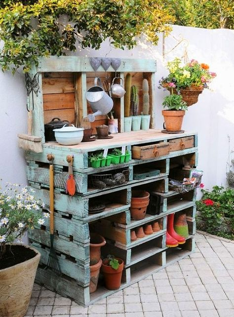 DIY wood pallet potting station