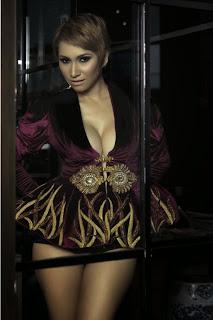 Foto Seksi DJ Milinka Topless Menghiasi Majalah Dewasa