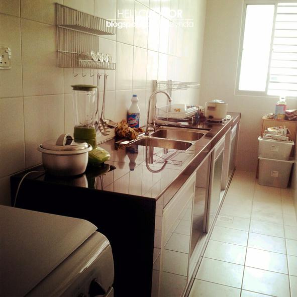 Ini Keadaan Dapur Yang Telah Mas Bersih Pada Hari Itu Hihi Lihat Lorong Laluan Untuk Memasak Hanya Boleh Memuatkan 2 Orang Sahaja Itupun
