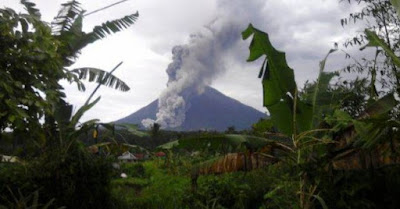 Ecoulement pyroclastique sur le volcan Semeru, 13 février 2016