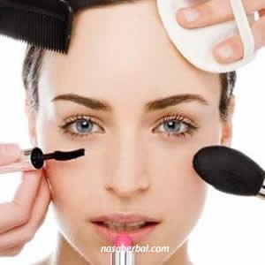 10 Zat Paling Berbahaya Pada Kosmetik Kecantikan
