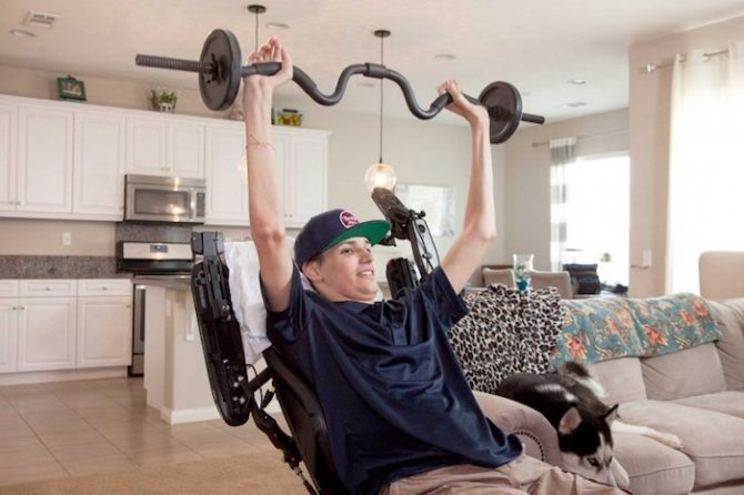 This paralyzed young man has found the mobility of his upper body thanks to the treatment with stem cells