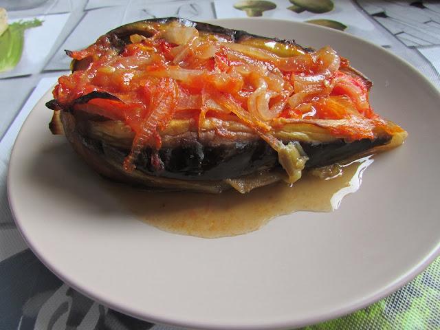 Bakłażany zapiekane w sosie pomidorowym
