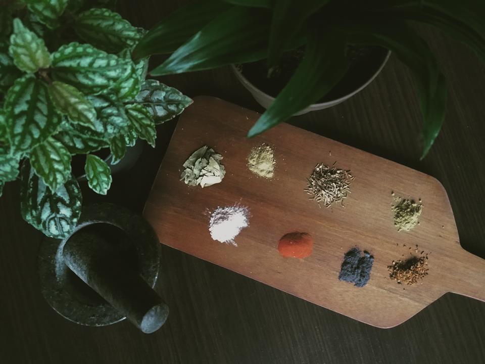 Ziołowe zakupy - niebieski kwiatek, senes i inne skarby