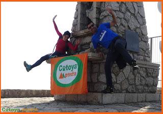 Celebrando en lo alto de Monte Caro en Tarragona.