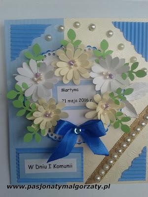 kartka komunijna ręcznie robiona kwiatki, kokardka niebieska