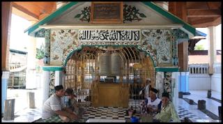 Objek Wisata Makam Syekh Burhanuddin Padang Pariaman