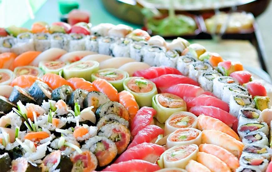 Ogromny Atrakcje weselne: stół sushi. | YT62