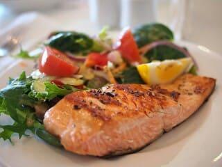 dan lebih condong memakan kuliner tinggi kolesterol yang mendatangkan penyakit bagi badan Informasi 14 Makanan Ini Bisa Menurunkan Kolesterol Jahat LDL