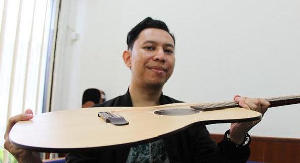 Ajib, Gitar Paling Tipis Ini Rupanya Asalnya Dari Bandung