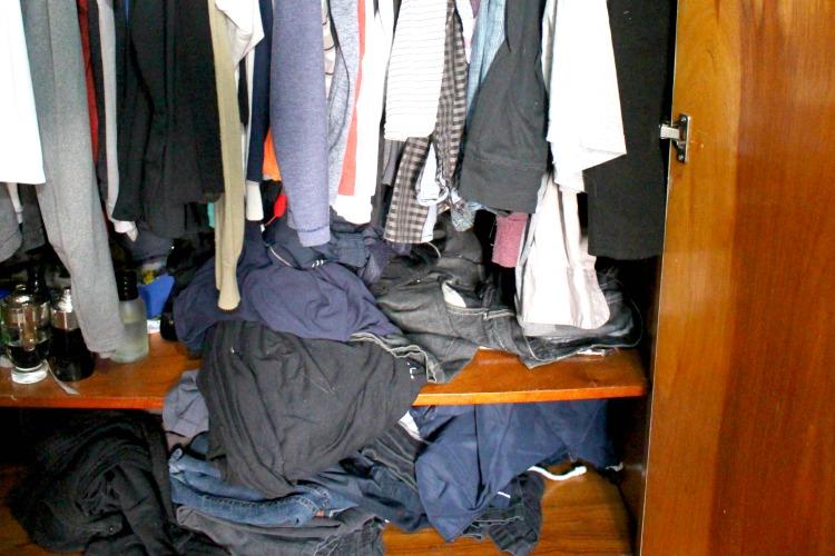 A bagunça do meu armário antes do Armário Capsula