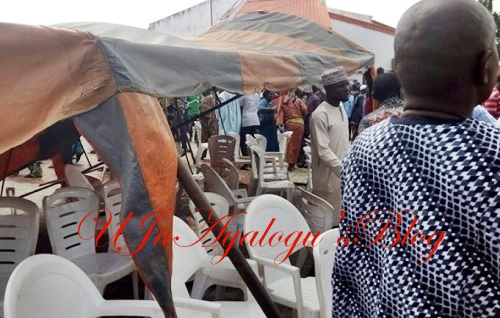 BREAKING News: Angry Mob Collapses Canopy on Amosun, Akeredolu, Others at Adeleke's Burial (Photos)