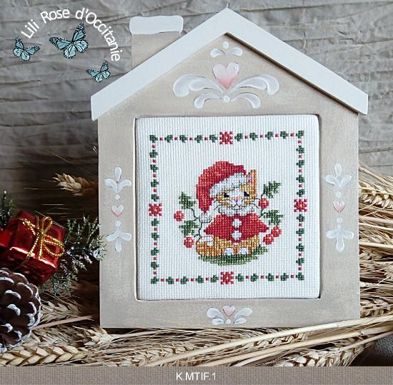 """Cadre bois peint """"Maison"""" couleur lin et blanc + grille """"Chat de Noël"""". Broderie et point de croix"""