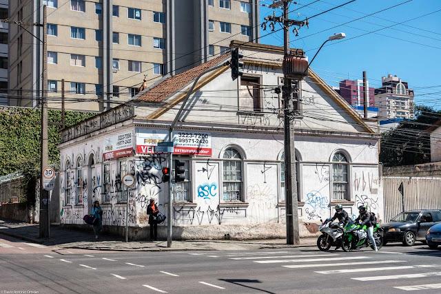Casa na Avenida Sete de Setembro, esquina com a Rua 24 de Maio