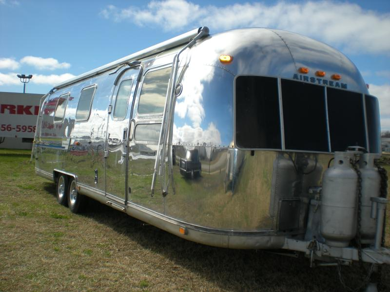 busplunge getting the airstream polished thanks mom. Black Bedroom Furniture Sets. Home Design Ideas