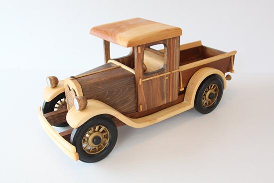 aneka Kerajinan mobil mobilan dari palet bekas