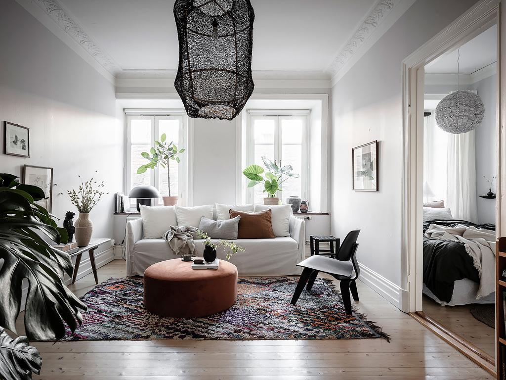 come far sembrare un soggiorno piccolo più grande