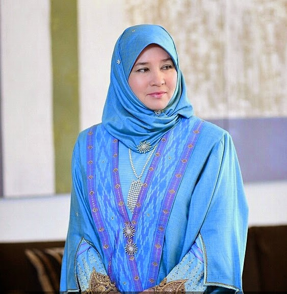 Daulat Tuanku !! Tunku Azizah Aminah Kini Bergelar Tengku Ampuan Pahang