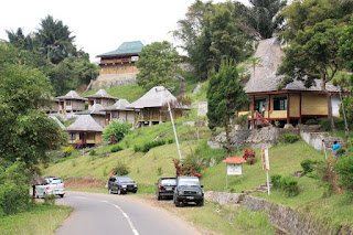 Jalan menuju Danau Kalimutu