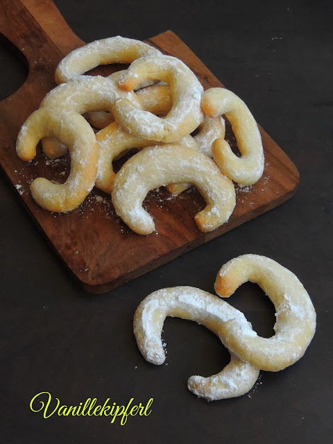 Vanillekipferl, Austrian Almond Cookies