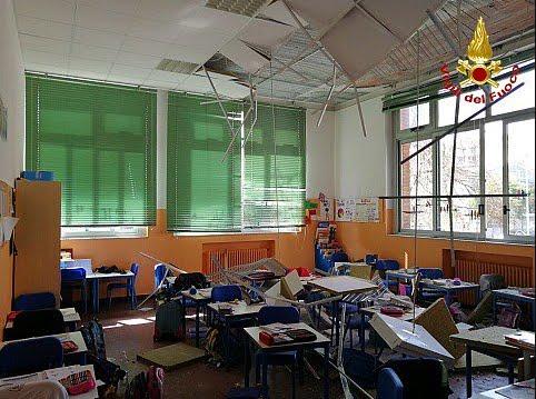 Bambine ferite per un controsoffitto che crolla in una scuola elementare a Busto Arsizio (Varese)