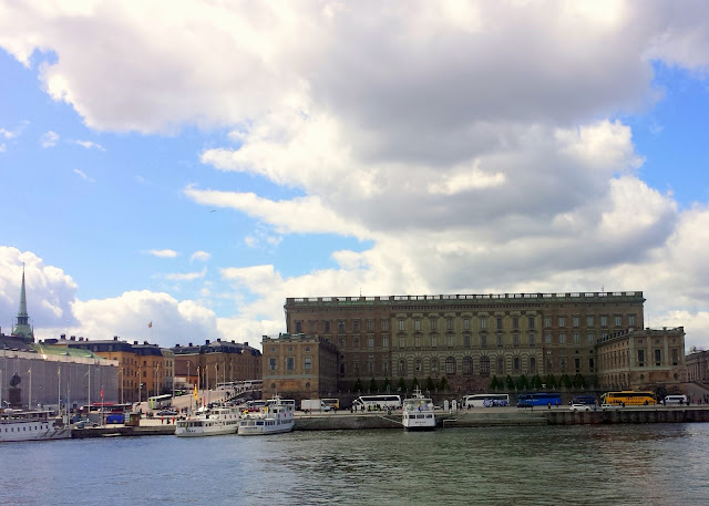 The Royal Palace, Strömkajen, Stockholm  |  Strolling in the sunshine, finally on afeathery*nest  |  http://afeatherynest.com
