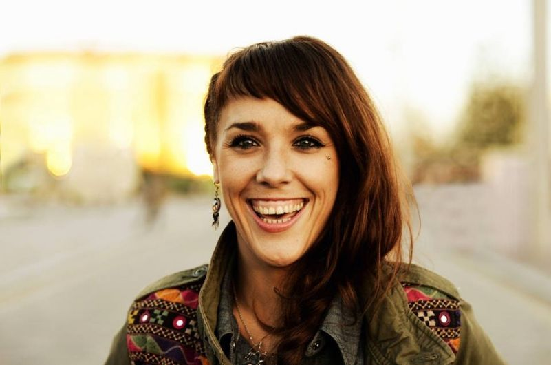 ZAZ Performs Her Popular 'Je Veux' Live On The Streets And Stuns The Crowds