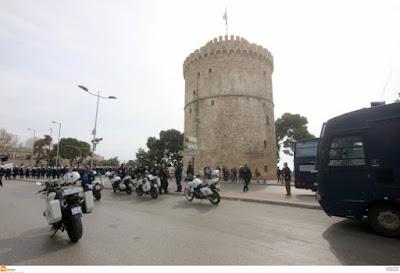 Θεσσαλονίκη: Χαμός πάνω στο Λευκό Πύργο με Τούρκους τουρίστες - Η κίνηση που άναψε φωτιές