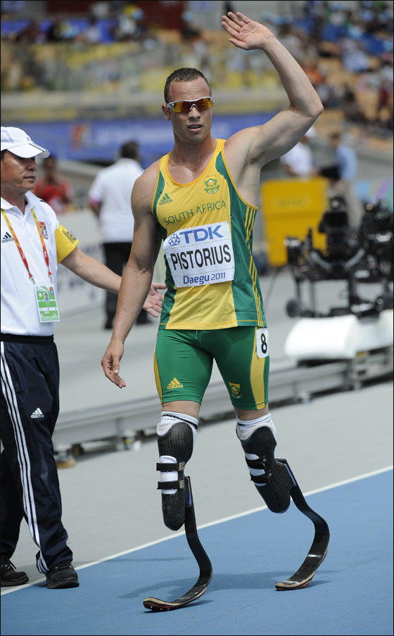 78122f34d بيستوريوس أول رياضي مبتور الساقين يخوض الألعاب الأولمبية