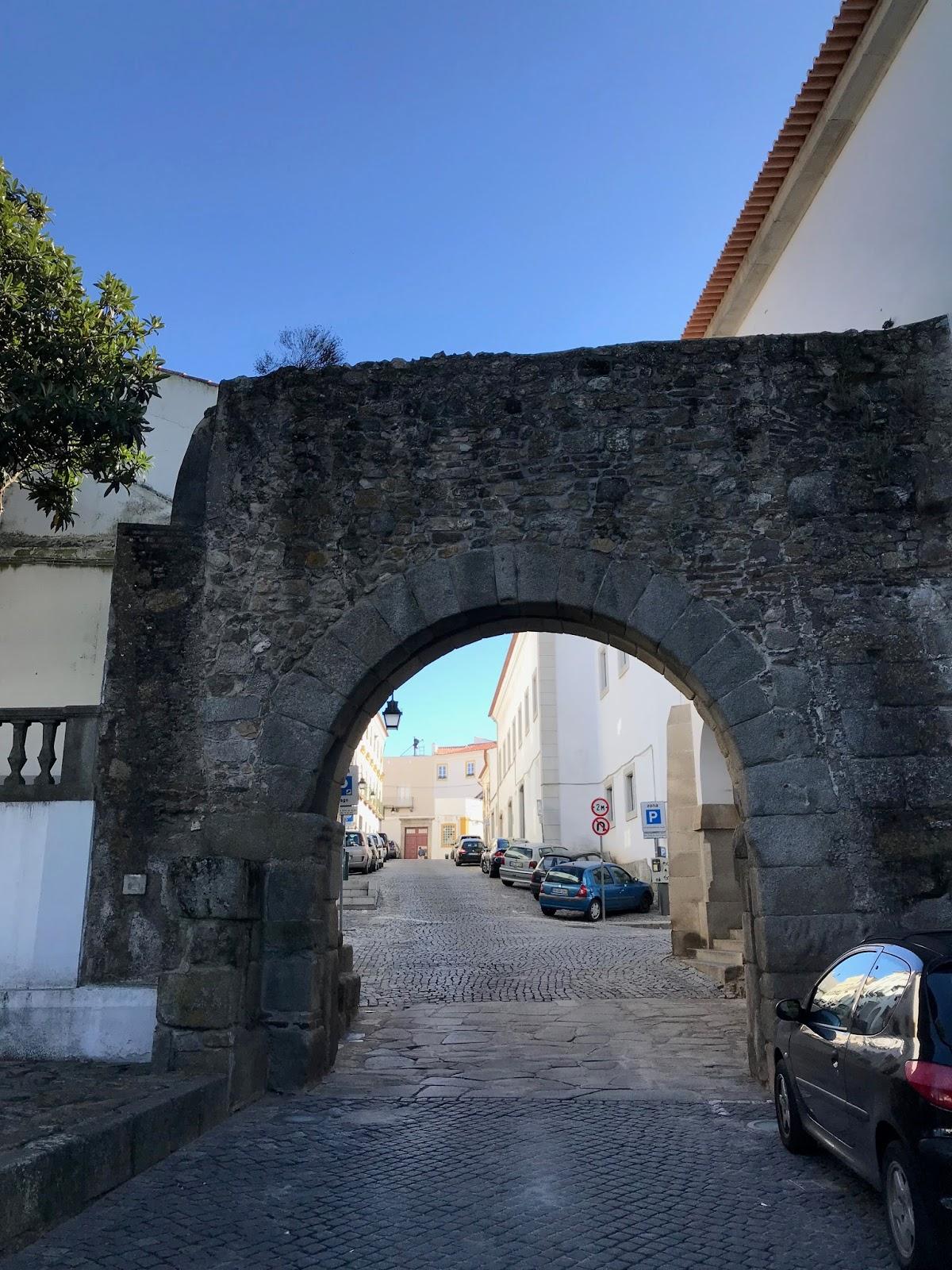 Porta de Dona Isabel - Évora
