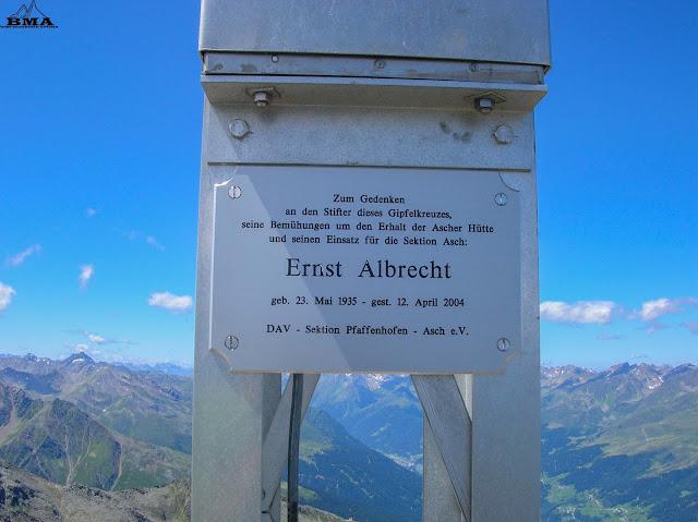 Wanderung auf den Rotpleiskopf - Gedenktafel Gipfelkreuz - Wanderblog Best-Mountain-Artists