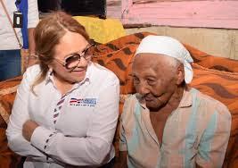 Plan Social sorprende señora de 109 años y a madre soltera  en Hato Mayor