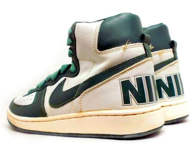 buy popular 39bad ba452 Esta reedición se caracteriza por tener el Big Nike orgulloso en el talón,  y por los detalles vintage, entre los que se encuentran los colores, las  costuras ...