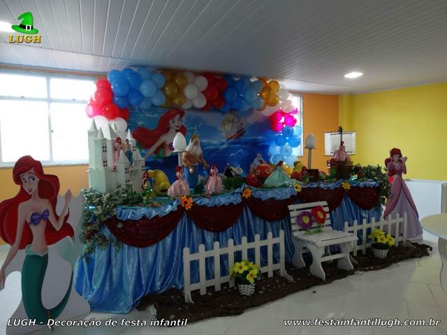 Mesa temática da Pequena Sereia para festa de aniversário infantil feminina