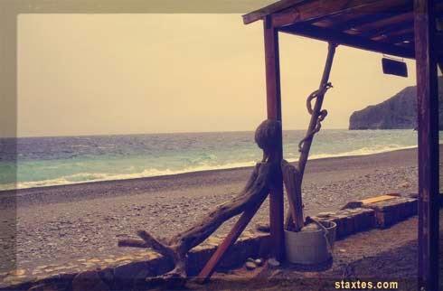 Όπου η θάλασσα της Σούγιας κολπώνεται τη γυναίκα