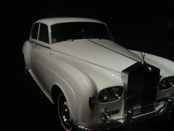 Weißer Rolls Royce von Elvis Presley in Graceland aufgenommen
