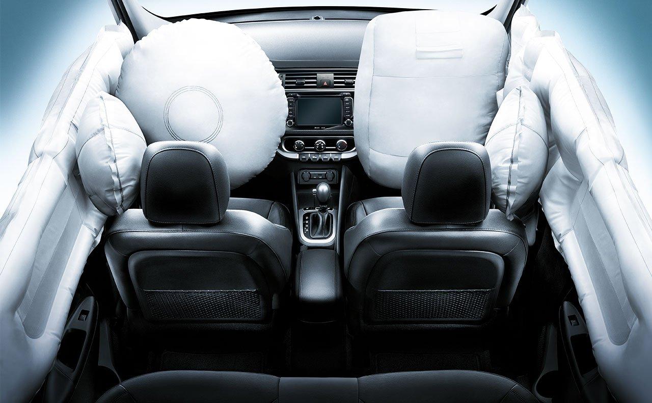 Xe được đảm bảo an toàn bởi hệ thống túi khí, nhiều chức năng an toàn