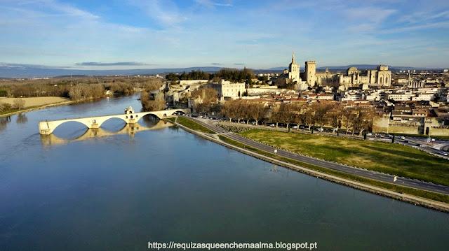 Ponte Saint Bénézet, sobre o rio Ródano