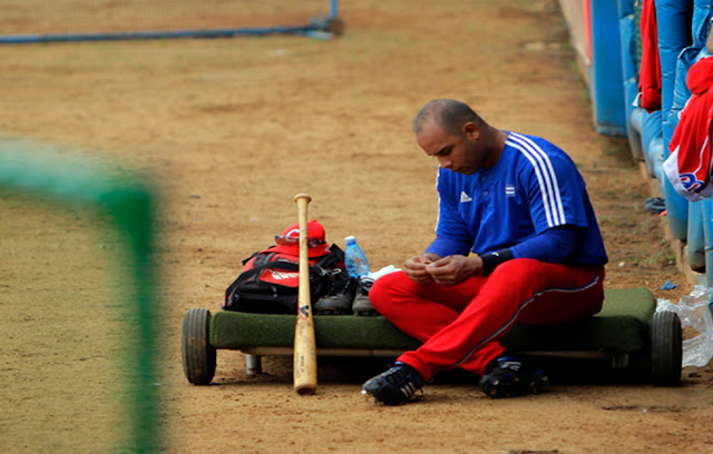 Después de 20 exitosas campañas, el inicio de la actual temporada le depararía a Michel la sanción impuesta por la Comisión Nacional de Béisbol por auto contratarse fuera del país