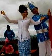 http://senbudi.blogspot.com/2015/11/tari-lenso-tarian-muda-mudi-maluku-dan.html
