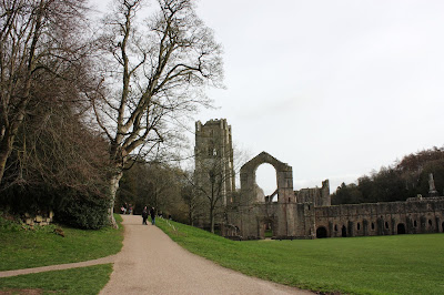 Photo showing the wide compressed gravel path from West Gate to the Abbey