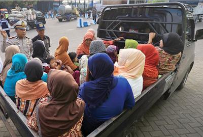Jika Bandel, Pengemudi Mobil Bak Terbuka Angkut Penumpang Ditilang